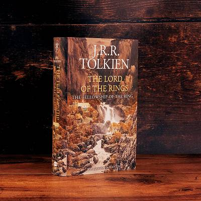 Cover of The Fellowship of the Ring - Illustrated Edition - J. R. R. Tolkien - 9780008376123